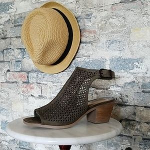 NEW CARLOS Open Toe Perforated Booties Sandals 7.5